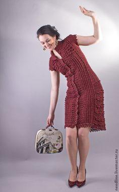 Ретро.. приталенные силуэты) рюши ,женственность....  Очень красивое платье , связанное крючком из элитной итальянской пряжи (хлопок с шелком)