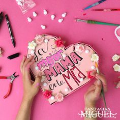 Regalo para mamá Fun Crafts, Diy And Crafts, Crafts For Kids, Bf Gifts, Craft Gifts, Friend Birthday Gifts, Mom Birthday, Mother's Day Greeting Cards, Diy Letters