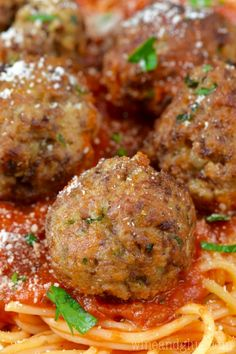 the BEST Italian Meatballs! My Italian grandmother's recipe, the word perfect doesn't even begin to cover it.These are the BEST Italian Meatballs! My Italian grandmother's recipe, the word perfect doesn't even begin to cover it. Meatball Recipes, Meat Recipes, Pasta Recipes, Dinner Recipes, Cooking Recipes, Healthy Recipes, Simple Meatball Recipe, Best Homemade Meatball Recipe, Best Italian Meatball Recipe