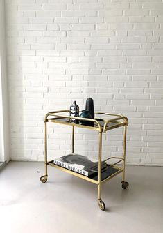 Mid Century Barwagen Teewagen Vintage Beistelltisch Messing Tea Trolley, Serving Trolley, Art Deco, Elegante Designs, Cozy House, Messing, Room Inspiration, New Homes, Mid Century