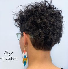 30 Top Curly Pixie Cut Ideas to Choose in 2020 - Hair Adviser Pixie Cut Curly Hair, Short Curly Cuts, Short Curly Hairstyles For Women, Pixie Cut With Bangs, Haircuts For Curly Hair, Curly Hair Styles, Natural Hair Styles, Pixie Cut With Highlights, Wavy Hair