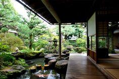 濡れ縁と庭園   武家屋敷跡 野村家 ~加賀藩千二百石~   公式サイト