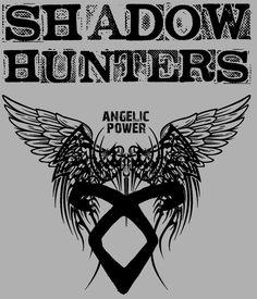 Camiseta chica Cazadores de Sombras. Shadow Hunter