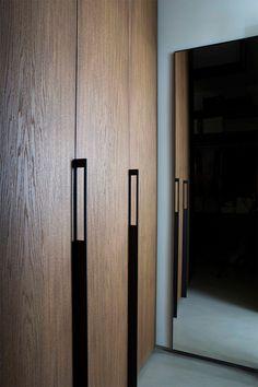 Study of architecture, planning and Interior Design Fabio Fantolino - Turin - detail Wardrobe Handles, Wardrobe Closet, Joinery Details, Ikea, Wardrobe Cabinets, Italian Home, Wardrobe Design, Door Design, Windows And Doors
