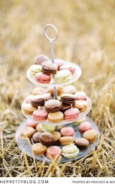 Macarons in shades of pastel | Photographer: Pia Clodi from Peaches & Mint
