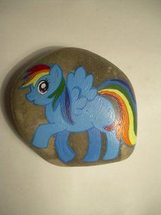 Rainbow Dash  #paintedonstone #paintedontherock #malowanenakamieniu #fridgemagnet #magneslodówkowy #rainbowdash