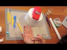 A video showing how to make a fondant Lightning McQueen cake topper from disney pixars film Cars. Car Cake Tutorial, Fondant Cake Tutorial, Fondant Toppers, Fondant Cakes, Torta Minnie Mouse, Lightning Mcqueen Cake, Sugar Dough, Biscuit, Car Themed Parties