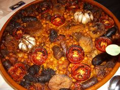 """El arroz al horno es el favorito de los valencianos, también se llama """"arrós passejat"""" porque las amas de casa lo llevaban al horno del barrio/pueblo. Elaborado con embutido tradicional y carne de cerdo (y pollo en algunas comarcas)"""