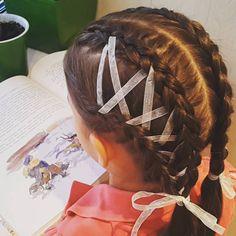 Голландская (французская обратная) коса со шнуровкой лентами Dutch braid with ribbon lacing