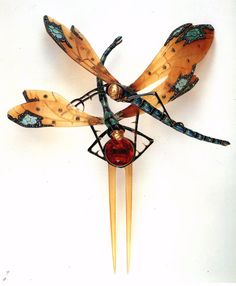 Probably the most famous pieces by Lucien Gaillard are his horn made hair pins featuring two intricate dragonflies exquisitely enamelled. Less famous than his Art Nouveau contemporaries Lalique, Fouquet or Vever his best pieces reach the same level of creativity and master craftsmanship. Lucien was the third generation of a Paris family of jewellers that had become known for their japanese inspired metalwork and Lucien's creations transpire the same influence.