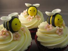 Fondant bees and gum paste flowers cupcake decorations Fondant Bee, Fondant Cakes, Bumble Bee Cupcakes, Bee Cakes, Chocolate Cupcakes, Chocolate Gum, Chocolate Fondant, Gum Paste, Sugar Paste