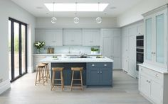Modern meets Edwardian. : Classic style kitchen by Rencraft