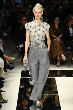 The Best Fashion Ideas For Women Over 60 - Fashion Trends 60 Fashion, Fashion Week, Fashion 2020, Runway Fashion, Fashion Outfits, Fashion Design, Fashion Trends, Style Couture, Couture Fashion