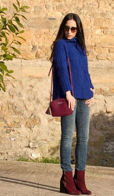When Klein Blue meets Burgundy Beautiful Outfits, Cool Outfits, Casual Outfits, Fashion Outfits, Beautiful Clothes, Sneakers Outfit Work, Booties Outfit, Outfit Pantalon Vino, Vestidos Color Vino