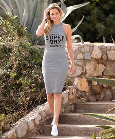 Superdry Brooklyn Kjole Sommerkjole med bryterrygg fra Superdry. Smal kjole med logotrykk i front.  Kjolen er av 95% bomull og 5% elastan i myk og god kvalitet.  #sportmann #superdry