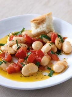 Rezept für Weisse Bohnen aus dem Ofen bei Essen und Trinken. Und weitere Rezepte in den Kategorien Brot / Brötchen / Toast, Gemüse, Gewürze, Kräuter, Vorspeise, Hauptspeise, Backen, Kochen, Schmoren, Einfach, Vegetarisch, Hülsenfrüchte, Vegan.