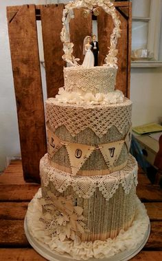 Vintage Paper Cake - Fantastic! Love this idea for book lover couple!