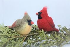 A lovely pair of needle felted cardinal Needle Felted Ornaments, Bird Ornaments, Felt Christmas Ornaments, Hanging Ornaments, Needle Felted Animals, Felt Animals, Needle Felting, Wool Felting, Bird Crafts