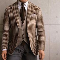. 2017/06/06. . おはようございます✨. . 今日はこんな感じで✨. . . . Jacket #DePetrillo Gilet #TAGLIATORE Tie #shibumi Shirts #barbanapoli Chief #GIANNETTO Pants #gtapantaloni * * * #mensstyle #mensfashion #menswear #mnswr #wiwt #fashionable #me #photooftheday #picoftheday #instagood #instastyle #instafashion #IGfashion #instacool #coordinate #dapper #ootd #outfit #outfitpost #fashiongram #gentleman #fashionista #dandy #jacket