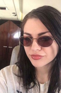 Frances Frances Bean Cobain, Round Sunglasses, Sunglasses Women, Kurt And Courtney, Grunge, Beautiful Witch, Models, Pretty Woman, Beans