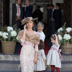She's merchandised so well. Wedding Guest Looks, Special Occasion Outfits, My Fair Lady, Looks Chic, Glamour, Inspiration Mode, Bridesmaid Dresses, Wedding Dresses, Royal Fashion