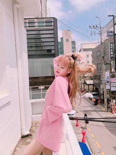 Lalisa Manoban of Blackpink Kpop Girl Groups, Korean Girl Groups, Kpop Girls, Jennie Blackpink, Blackpink Lisa, Forever Young, Lisa Black Pink, Lisa Blackpink Wallpaper, Hipster Wallpaper