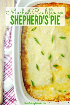 Mashed Cauliflower Shepherd's Pie Recipe This Mashed Cauliflower Shepherd's Pie is the ultimate low carb comfort food! It uses ground beef and a few other simple ingredients and is topped with cheese and a creamy and delicious cauliflower mash. Pie And Mash, Keto Foods, Healthy Shepards Pie, Low Carb Shepherds Pie, Shepherds Pie Recipe Healthy, Sheppards Pie Recipe, Cauliflower Shepherd's Pie, Mashed Cauliflower Recipes, Beef Recipes