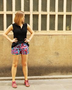 Free Sewing Pattern - Sz S/M Fitted Summer Shorts. Not my fav fabric pattern but I love me some short short fitted shorts!