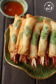 Made this deep fried spring roll prawns the other day. I got the idea from a cooking show of placing a coriander leaf when wrapping the pr. Prawn Recipes, Bento Recipes, Seafood Recipes, Asian Recipes, Cooking Recipes, Shrimp Spring Rolls, Chicken Spring Rolls, Appetizer Dishes, Appetizer Recipes