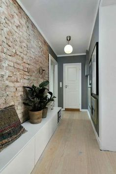 Many people love brick walls. And the brick walls are there for a reason. With a brick walls at your home, your home will never go out of style. A beautifully finished space with exposed brick is both modern and elegantly nostalgic of the past. Flur Design, Wall Design, House Design, Design Case, Design Design, Design Ideas, Style At Home, Hallway Decorating, Interior Decorating