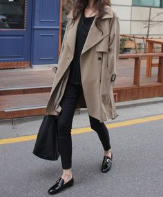 Casual chic in trenchcoat Fall Winter Outfits, Autumn Winter Fashion, Dress Winter, Winter Coat, Winter Style, Habit Vintage, Skandinavian Fashion, Look Fashion, Womens Fashion