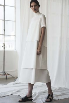 Shaina Mote Spring 2017 Ready-to-Wear Fashion Show Contemporary Fashion – layered white dress; Minimalist Fashion Women, Minimalist Dresses, Minimal Fashion, White Fashion, Look Fashion, Fashion Show, Minimalist Style, Girl Fashion, Fashion Design Inspiration