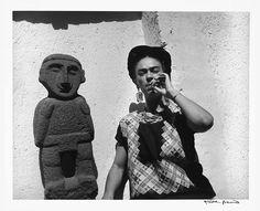 Frida Kahlo, Mexico City, 1951 Photo by Gisele Freund Diego Rivera, Jenni Rivera, Louise Bourgeois, Black White Photos, Black And White, Frida And Diego, Miss Moss, Mexican Artists, French Photographers