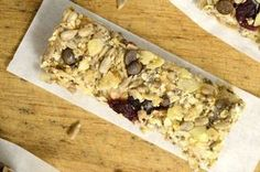 Μπάρες δημητριακών χωρίς ζάχαρη — Paxxi Oat Bars, Granola Bars, Diet Recipes, Recipies, Cereal Bars, Energy Snacks, Breakfast Recipes, Oatmeal, Deserts