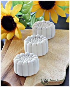 These purple sweet potato snowskin mooncakes texture are very soft and gives a nice natural purple colour