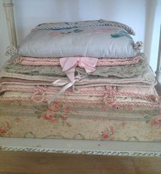 * Shabby Chic Fabric, Vintage Shabby Chic, Vintage Hat Boxes, Fabric Covered Boxes, French Fabric, Old Boxes, Cushions, Pillows, Finding A House