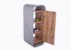 Aufrecht gestellt dient der 2-Sitzer Betonmöbel als Schrank. Der Holzeinsatz ist herausnehmbar.
