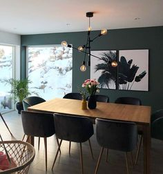 Photo shared by VIOLA SOFIE on February 2018 tagging and L'image contient peut-être : table, plante et intérieur Kitchen Dining, Dining Table, Decoration, Conference Room, New Homes, Shelfie, Scandinavian Interior, Living Room, Furniture