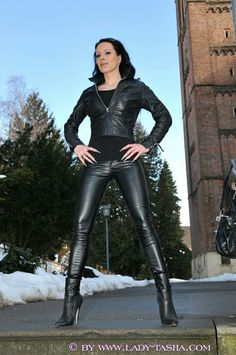 Sexy Leggings Outfit, Shiny Leggings, Leggings Are Not Pants, Tight Leather Pants, Leather Boots, Leather Skirt, Fashion Moda, High Heel Boots, Leather Fashion