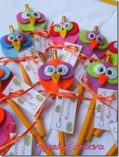 Felt owls as pencil toppers by Bernadine Reynolds Crafts To Sell, Diy And Crafts, Arts And Crafts, Modern Crafts, Felt Crafts, Crafts For Kids, Paper Crafts, Pen Toppers, Pencil Crafts