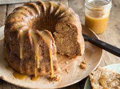 Apfel-Cheesecake-Gugelhupf mit Karamell
