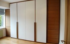 Frameless, laquered doors with wooden handles