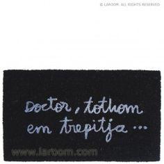 "Laroom - Felpudo negro ""tothom em trepitja"" suela vinilo - Laroom dissenya i fabrica productes per a la llar i la vida - www.laroom.com"