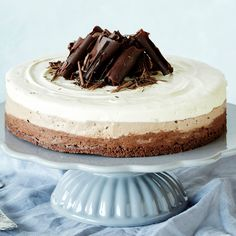 Kolmen suklaan juustokakku | K-ruoka #joulu #suklaa Food N, Food And Drink, Finnish Recipes, Christmas Desserts, Cheesecakes, Cake Decorating, Sweet Tooth, Deserts, Sweets