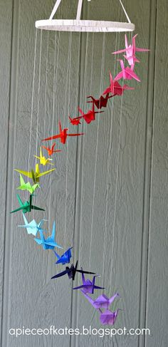 This origami crane rainbow mobile is sure to brighten up your room and test your dexterity :) (via Sugar Bee Crafts) - peace cranes Origami Ball, Origami Paper, Diy Paper, Paper Crafting, Paper Art, Origami Cranes, Diy Origami, Hanging Origami, Origami Wedding