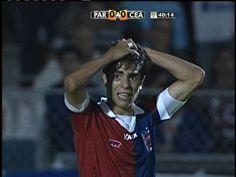 Quase!!!!!!!!!!!! A bola sobra limpa para Luisinho que demorou para chutar e Thiego fez o corte. Perde um gol incrível o Paraná.
