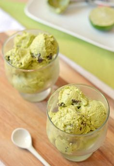 Creamy avocado ice cream made at home. You'll love it!
