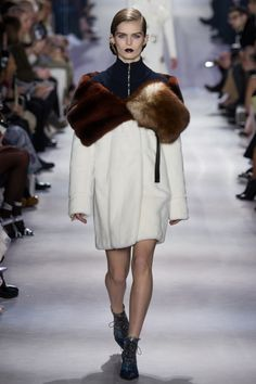 Christian Dior fall 2016 runway