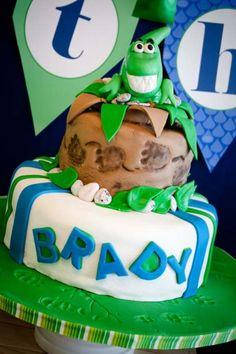dinosaur-birthday-cake