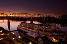 Delta Queen - Chattanooga, Tennessee by Alex Zuccarelli